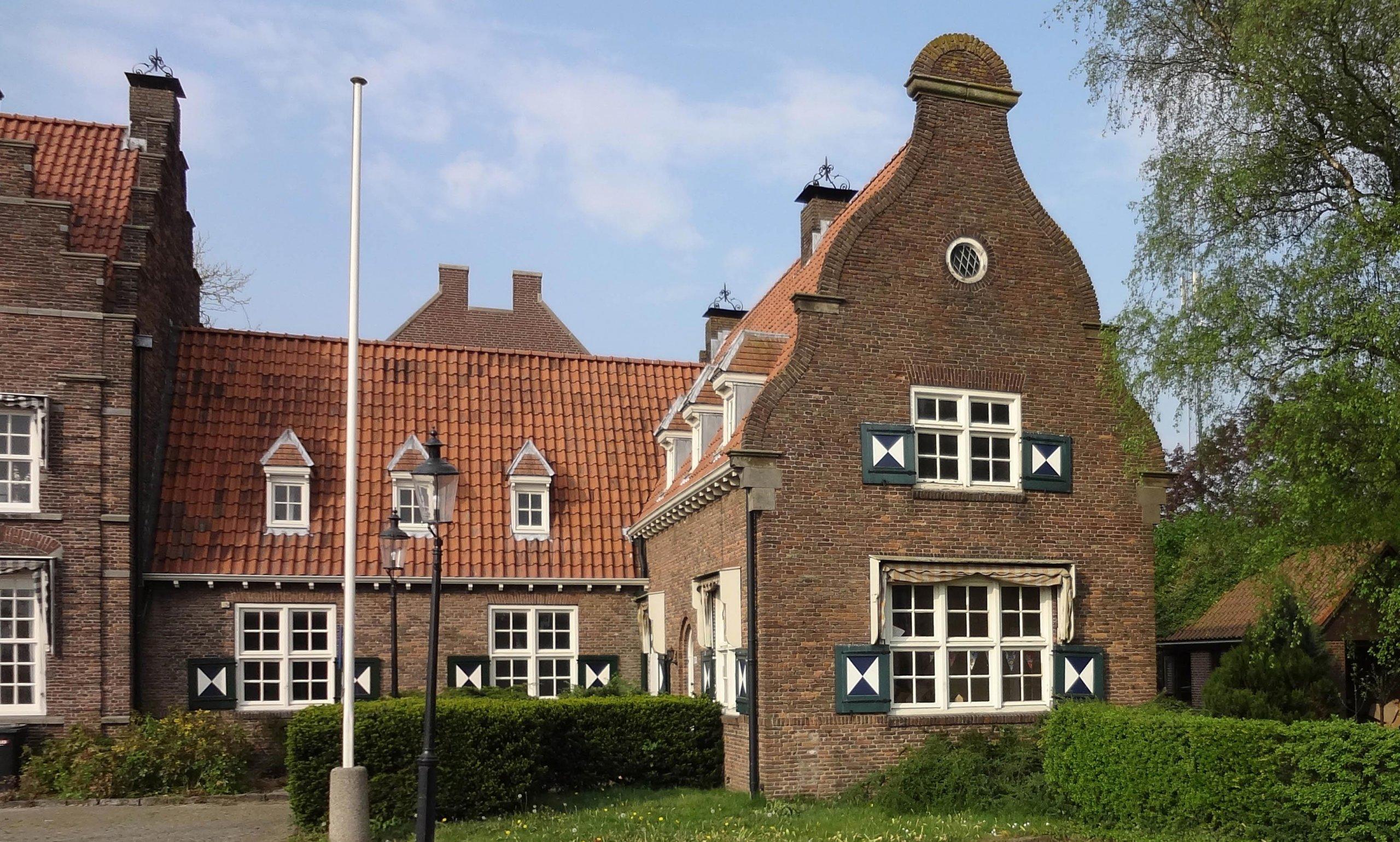 Bestaande gevel van getransformeerde monumentale bodewoning in Maartensdijk, Provincie Utrecht
