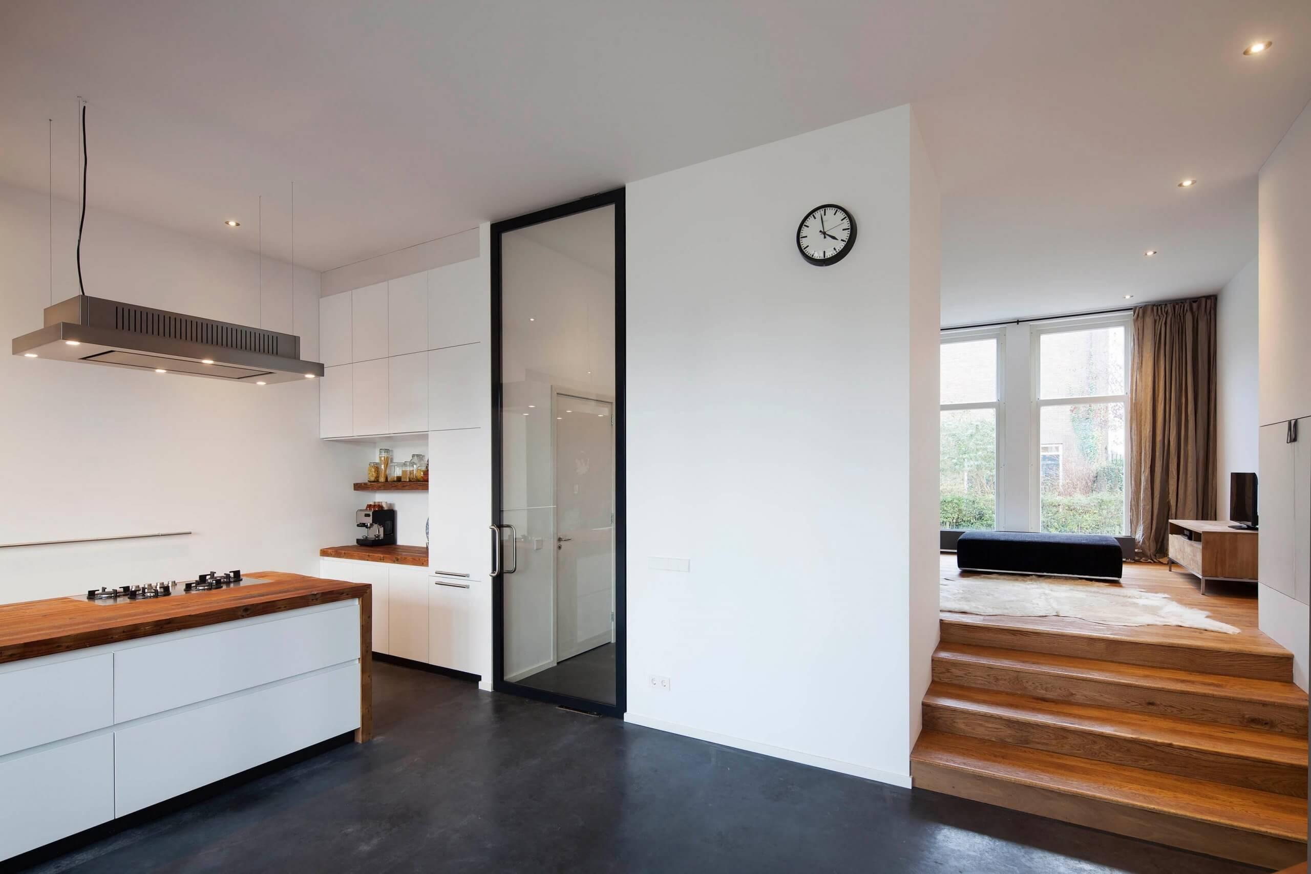 Interieur van eigentijdse getransformeerde opzichterswoning te Utrecht