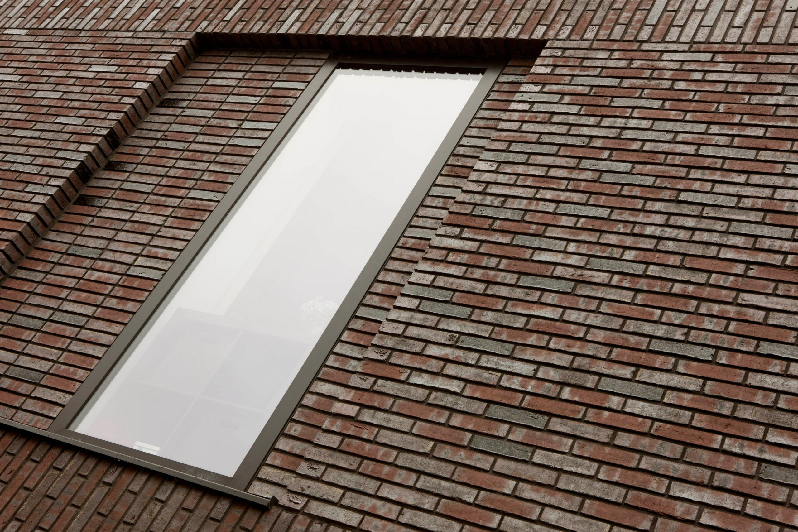 Exterieur van bakstenen woonblokken met starterswoningen in Schalkwijk, Provincie Utrecht